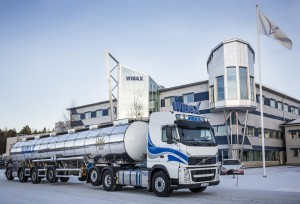 Tankbil med vinnarloggan Stora Åkeriåpriset 2013