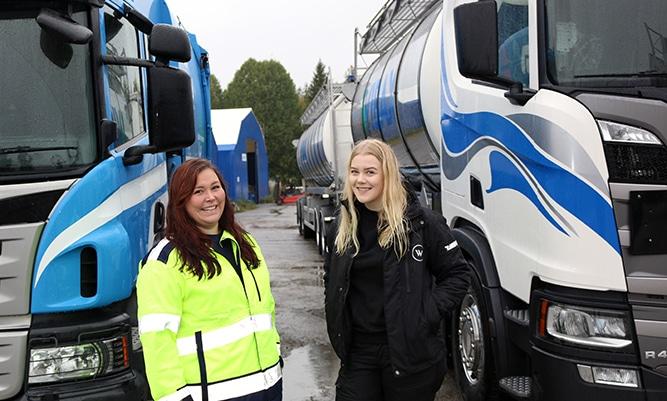 Kuvassa vasemmalta: Lisa-Maria Henriksson-Hjelm, Pirevan kuljettaja ja Emma Backman, Wibaxin kuljettaja
