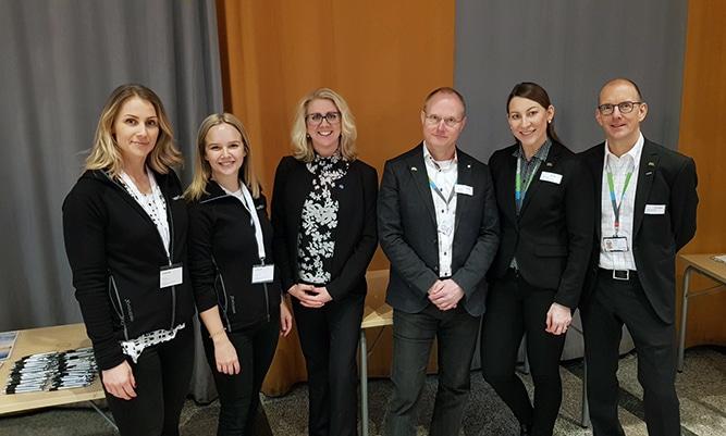 I mitten ser ni Annica Petterson, HR chef på Wibax, tillsammans med representanter från Northvolt och Outotec.